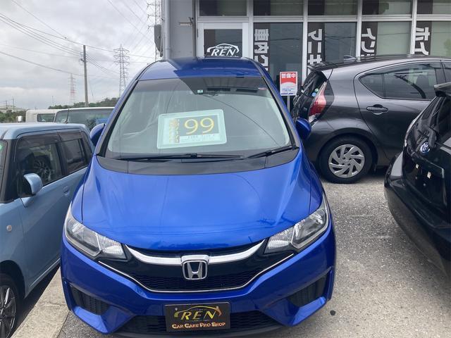 沖縄の中古車 ホンダ フィット 車両価格 95万円 リ済込 2017(平成29)年 5.6万km ブルー