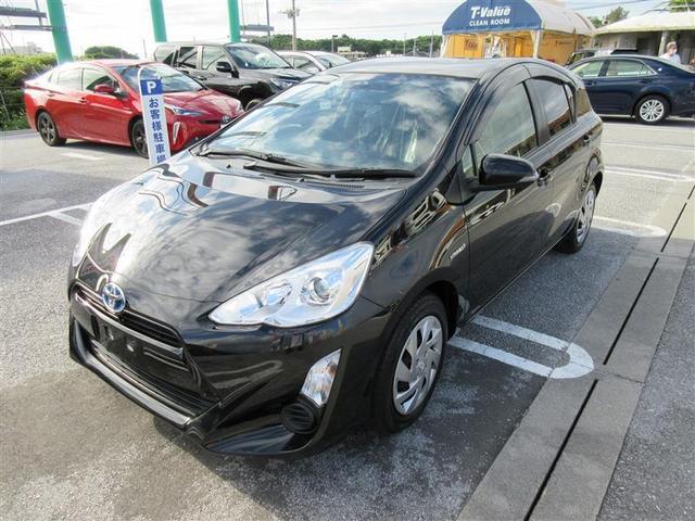 沖縄の中古車 トヨタ アクア 車両価格 123.2万円 リ済別 2015(平成27)年 4.0万km ブラックマイカ