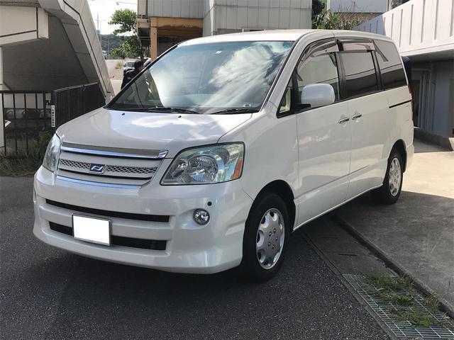 沖縄の中古車 トヨタ ノア 車両価格 36万円 リ済込 2005(平成17)年 11.3万km パールホワイト