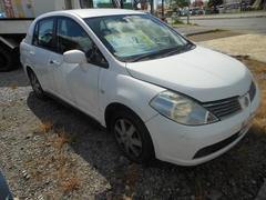 沖縄の中古車 日産 ティーダラティオ 車両価格 9万円 リ済込 平成16年 11.0万K ホワイト