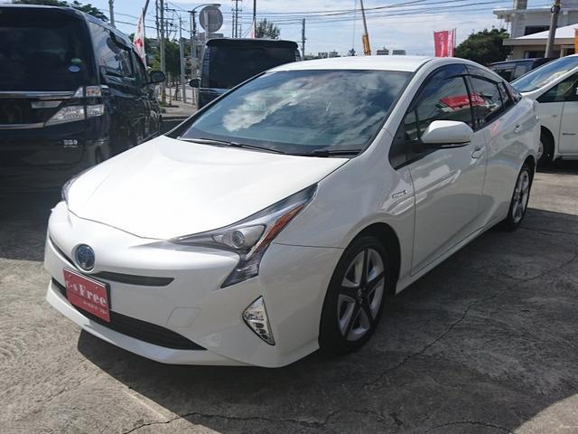 沖縄の中古車 トヨタ プリウス 車両価格 209万円 リ済込 2016(平成28)年 2.5万km パールホワイト