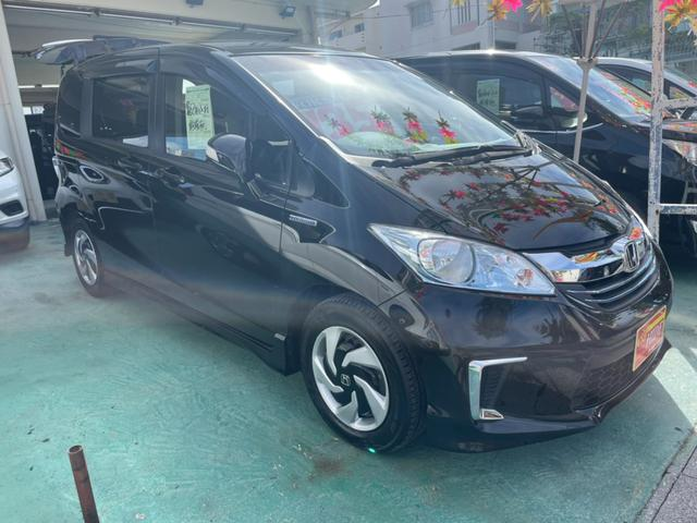 沖縄の中古車 ホンダ フリードハイブリッド 車両価格 129万円 リ済込 2016(平成28)年 7.5万km プレミアムスパークルブラックパール