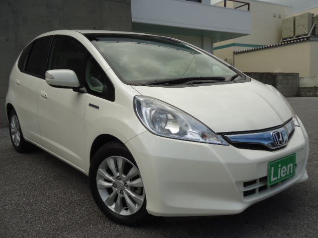 沖縄の中古車 ホンダ フィットハイブリッド 車両価格 78万円 リ済込 平成25年 4.5万km パールホワイト