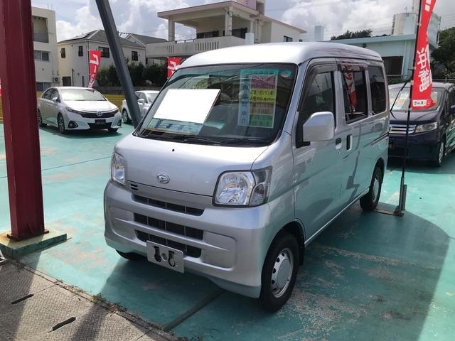 沖縄の中古車 ダイハツ ハイゼットカーゴ 車両価格 72万円 リ済込 2015(平成27)年 6.2万km シルバー