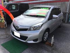 沖縄の中古車 トヨタ ヴィッツ 車両価格 74万円 リ済込 平成25年 2.9万K シルバー