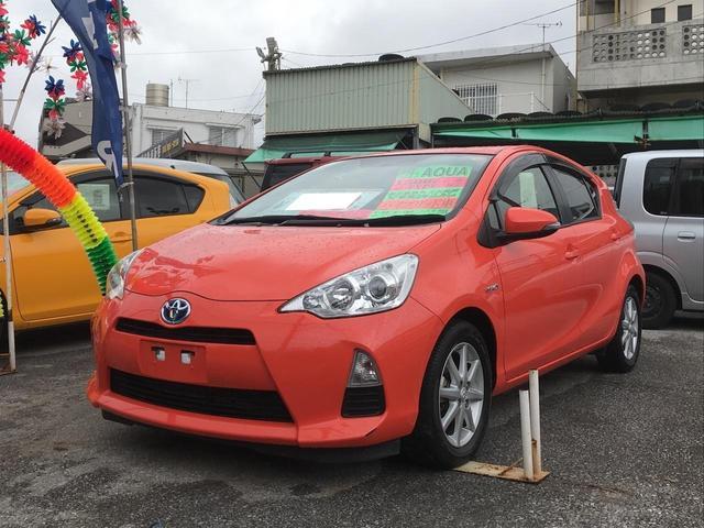 沖縄の中古車 トヨタ アクア 車両価格 83万円 リ済込 2013(平成25)年 3.3万km オレンジ