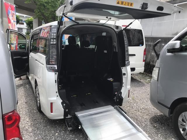沖縄県の中古車ならヴォクシー 福祉車両 後部スローパー 車椅子1基載