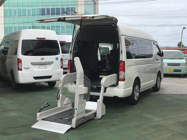 沖縄県の中古車ならハイエースバン  ウェルキャブ 電動リアリフト 車椅子2基載 サイドステップ キーレス スライドドア バックモニター