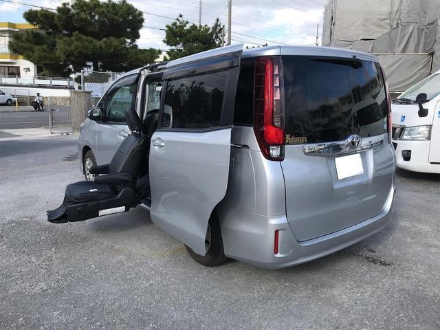 沖縄の中古車 トヨタ ノア 車両価格 173万円 リ済込 2016(平成28)年 2.0万km シルバー