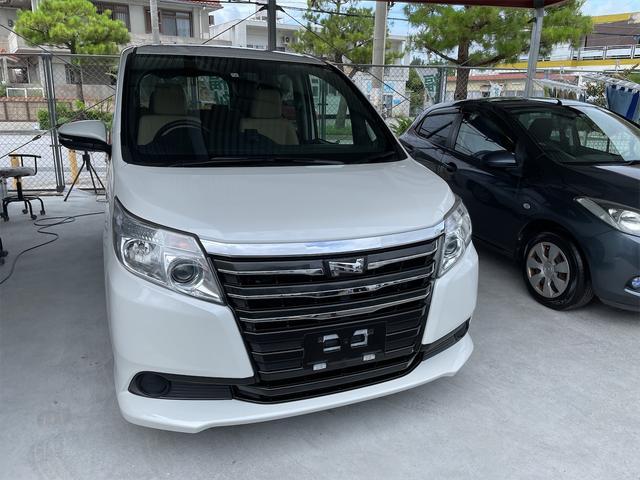 沖縄の中古車 トヨタ ノア 車両価格 173万円 リ済込 2016(平成28)年 8.0万km ホワイト