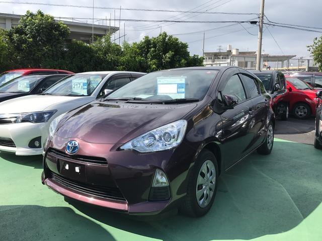 沖縄の中古車 トヨタ アクア 車両価格 117万円 リ済別 平成26年 5.7万km パープル
