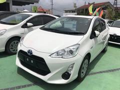 沖縄の中古車 トヨタ アクア 車両価格 129万円 リ済別 平成28年 5.2万K パールホワイト