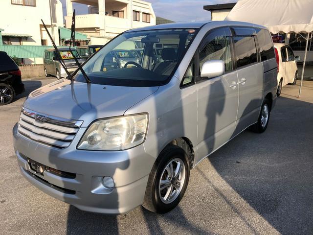 沖縄の中古車 トヨタ ノア 車両価格 22万円 リ済込 平成16年 10.4万km シルバーM