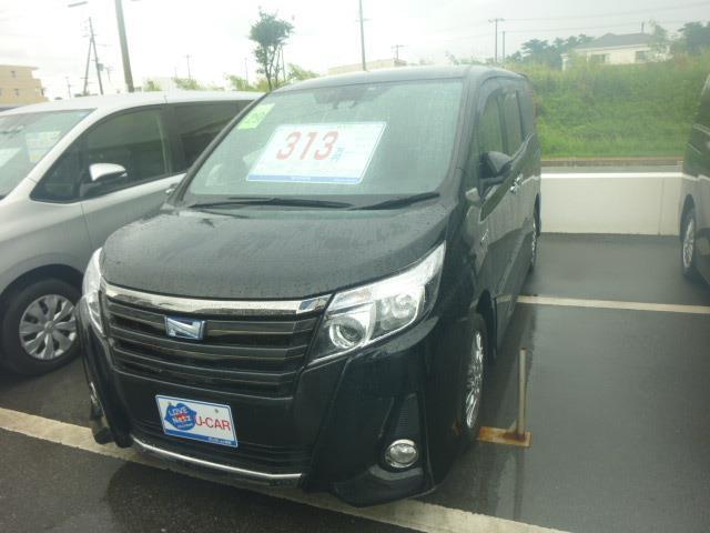 沖縄の中古車 トヨタ ノア 車両価格 319.3万円 リ済別 2017(平成29)年 3.1万km ブラック