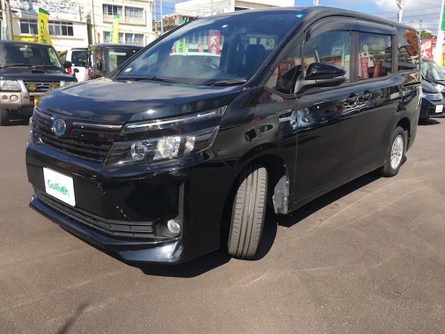 沖縄県の中古車ならヴォクシー ハイブリッドX 左理側電動ドア 置くだけ充電 スマートキー