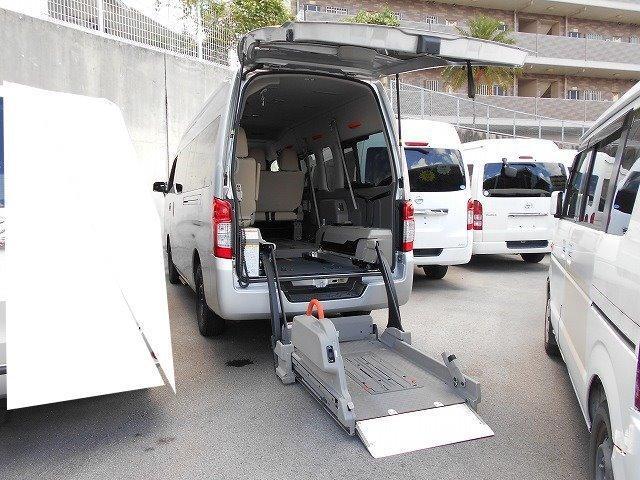 豊見城市 ちゅらカーズジャパン 日産 NV350キャラバンバン 福祉車両 4基積 リフト式 シルバー 3.6万km 2013(平成25)年