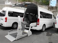 ハイエースコミューター福祉車両4基積リフト式