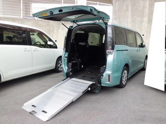 沖縄県の中古車ならヴォクシー 福祉車両 2基積 スロープ式