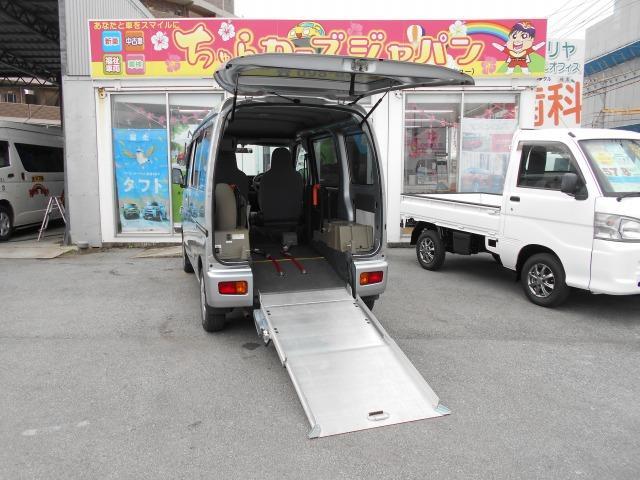 沖縄県の中古車ならハイゼットカーゴ スローパー(リヤシートレス)折り畳み補助シート付