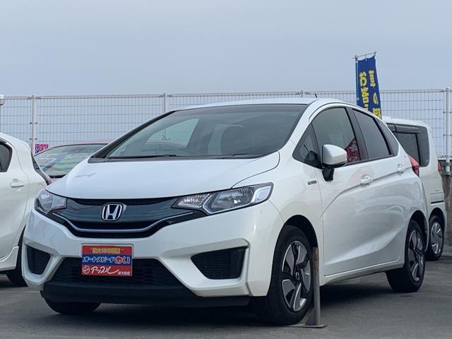 沖縄の中古車 ホンダ フィットハイブリッド 車両価格 98万円 リ済込 2015(平成27)年 7.6万km ホワイト