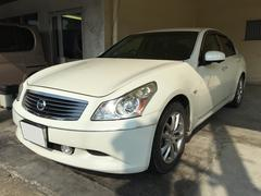 沖縄の中古車 日産 スカイライン 車両価格 39万円 リ済別 平成19年 13.3万K パールホワイト
