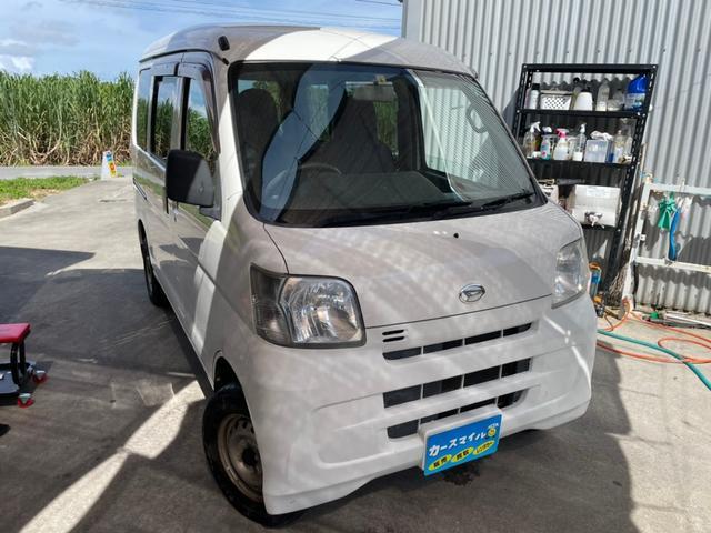 沖縄の中古車 ダイハツ ハイゼットカーゴ 車両価格 34.8万円 リ済別 2015(平成27)年 13.5万km ホワイト