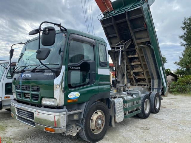 沖縄の中古車 いすゞ ギガ 車両価格 324万円 リ済込 2003(平成15)年 80.0万km グリーン
