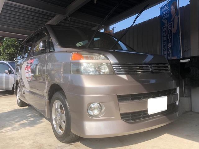沖縄の中古車 トヨタ ヴォクシー 車両価格 18万円 リ済込 平成16年 15.0万km ゴールドM