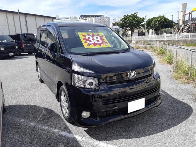 沖縄の中古車 トヨタ ヴォクシー 車両価格 38万円 リ済込 2008(平成20)年 16.9万km ブラック