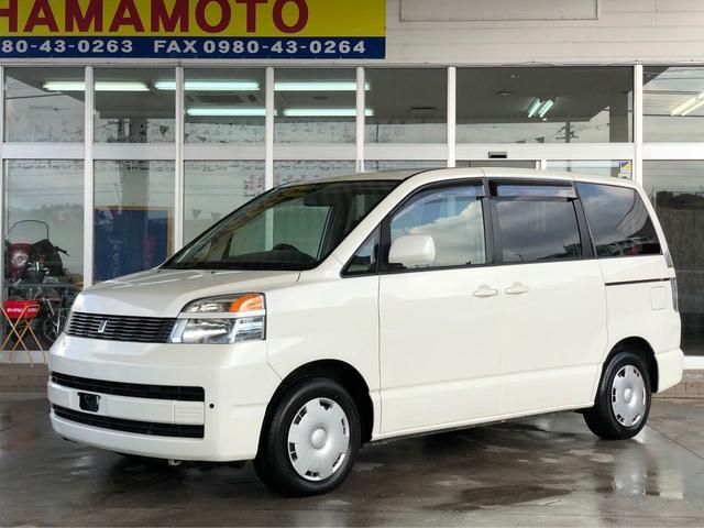 沖縄の中古車 トヨタ ヴォクシー 車両価格 35万円 リ済別 平成16年 16.0万km スーパーホワイトII