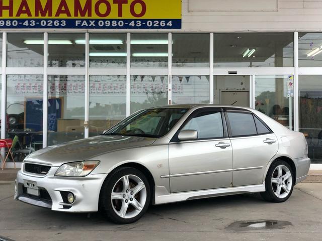 沖縄の中古車 トヨタ アルテッツァ 車両価格 35万円 リ済別 1998(平成10)年 11.8万km ゴールドM