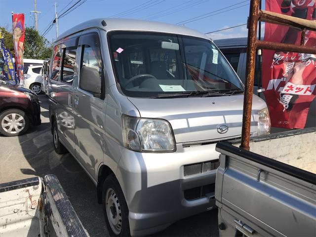 沖縄の中古車 ダイハツ ハイゼットカーゴ 車両価格 39万円 リ済込 2006(平成18)年 11.1万km シルバー