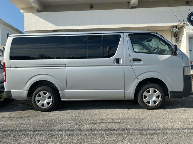 沖縄の中古車 トヨタ ハイエースバン 車両価格 119万円 リ済込 2007(平成19)年 11.7万km ライトグレー