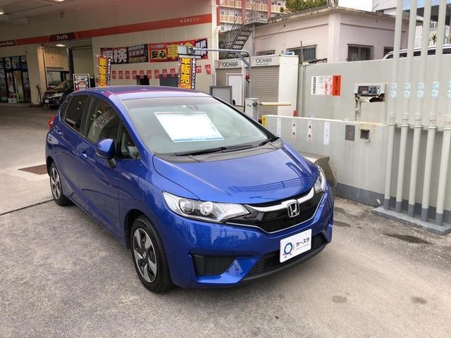 沖縄の中古車 ホンダ フィットハイブリッド 車両価格 170万円 リ済込 2017(平成29)年 2.7万km ブルーM