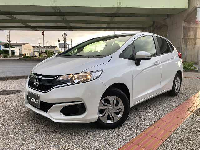 沖縄の中古車 ホンダ フィット 車両価格 108.9万円 リ済込 2019(令和1)後 1.8万km ホワイト