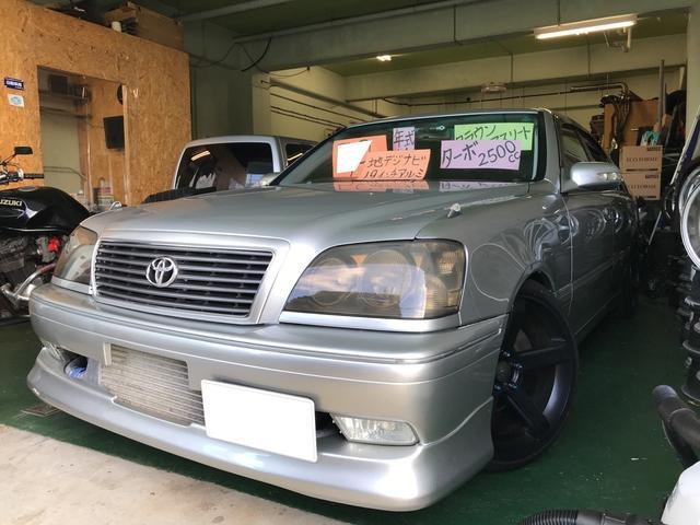 沖縄の中古車 トヨタ クラウン 車両価格 49万円 リ済込 2002(平成14)年 14.0万km シルバーメタリック