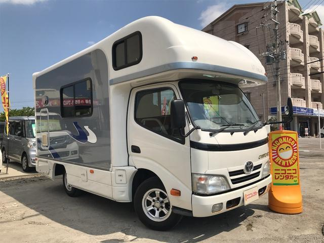 沖縄県の中古車ならカムロード  キャンピングカー・ソーラー・外部・走行充電電源・家庭用エアコン・4000wインバーター・バンクベット・対面サイドソファテーブル・DC冷蔵庫・シンク・ガスコンロ・ナビバックカメラ・ETC
