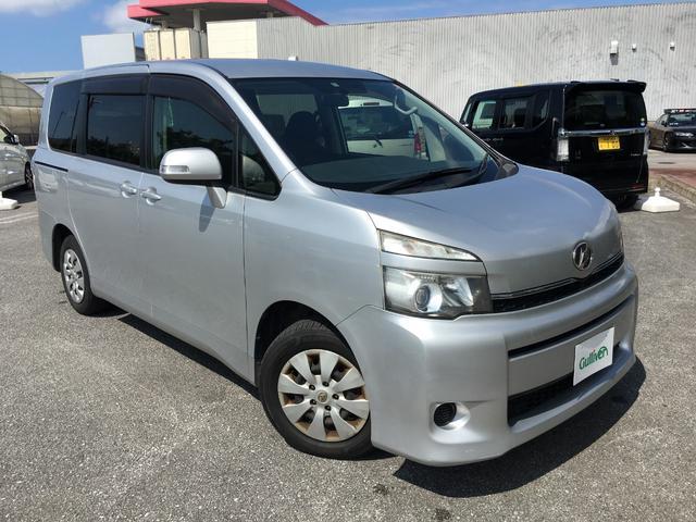 沖縄の中古車 トヨタ ヴォクシー 車両価格 68万円 リ済別 平成24年 13.0万km シルバーM