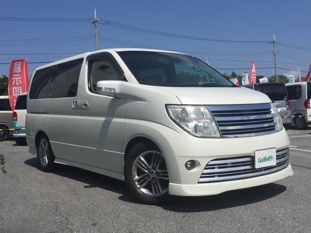 沖縄の中古車 日産 エルグランド 車両価格 48万円 リ済別 2005(平成17)年 13.3万km パール