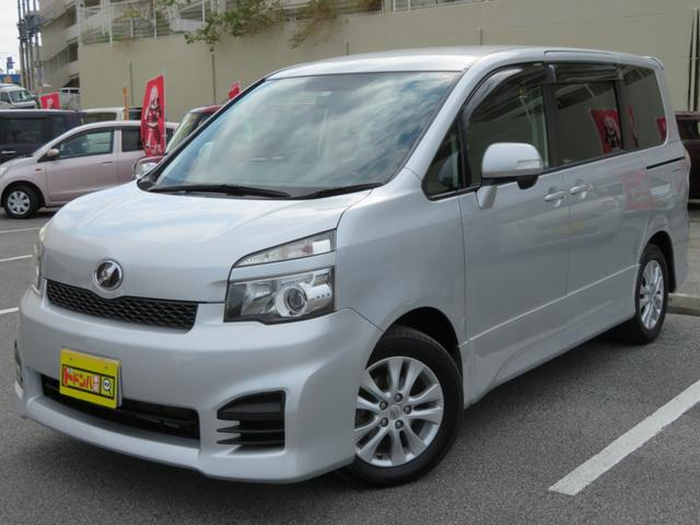 沖縄の中古車 トヨタ ヴォクシー 車両価格 60万円 リ済込 2010(平成22)年 6.7万km シルバー