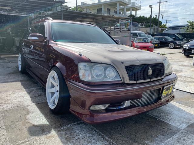 沖縄の中古車 トヨタ クラウンエステート 車両価格 140万円 リ済込 2000(平成12)年 17.1万km レッド