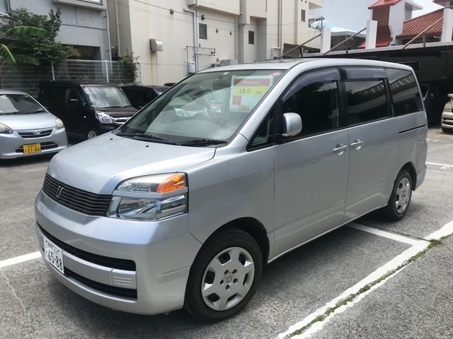 沖縄の中古車 トヨタ ヴォクシー 車両価格 14万円 リ済込 2004(平成16)年 12.9万km グレー