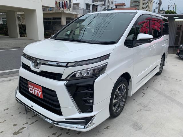 沖縄の中古車 トヨタ ヴォクシー 車両価格 259万円 リ済込 2017(平成29)後 4.0万km パールホワイト