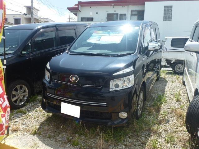 沖縄の中古車 トヨタ ヴォクシー 車両価格 39万円 リ済込 2009(平成21)年 13.3万km ブラック