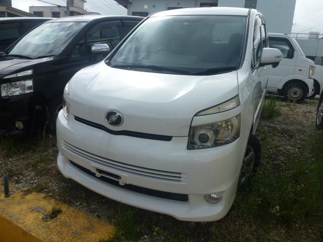 沖縄の中古車 トヨタ ヴォクシー 車両価格 25万円 リ済込 2007(平成19)年 17.0万km パールM