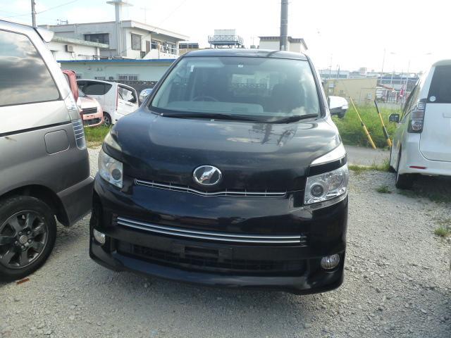 沖縄の中古車 トヨタ ヴォクシー 車両価格 43万円 リ済込 2009(平成21)年 13.5万km ブラック