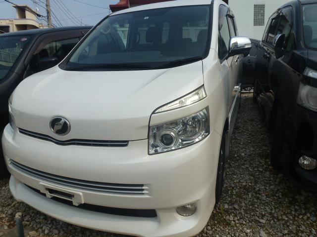 沖縄の中古車 トヨタ ヴォクシー 車両価格 44万円 リ済込 2010(平成22)年 12.6万km パール