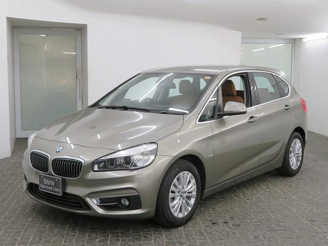 BMW 218dアクティブツアラー ラグジュアリー コンフォートPKG LEDヘッドライト 16AW パーキングサポートPKG リアPDC オートトランク コンフォートアクセス ブラウンレザー 純正ナビ リアビューカメラ HUD 純正ETC 認定中古車