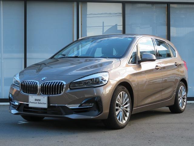 BMW 2シリーズ 218iアクティブツアラー ラグジュアリー コンフォートPKG LEDヘッドライト 17AW パーキングサポートPKG オートトランク コンフォートアクセス ブラックレザー 純正ナビ リアビューカメラ HUD Aクルコン 車線逸脱 認定中古車