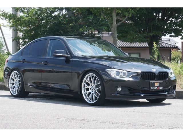 3シリーズ(BMW) 320i KONIローダウンキット BMW専用20AW 新品フロント、リア15mmホイールスペーサー デイライト フロントリップ トランクスポイラー BMWパフォーマンスバンパーガード 純正HDDナビ Bカメラ 中古車画像
